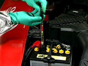 Как правильно поменять электролит в аккумуляторе