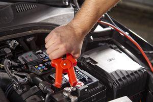 Как правильно подключать аккумулятор в машине