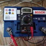 Зарядка автомобильного аккумулятора Bosch s4 silver